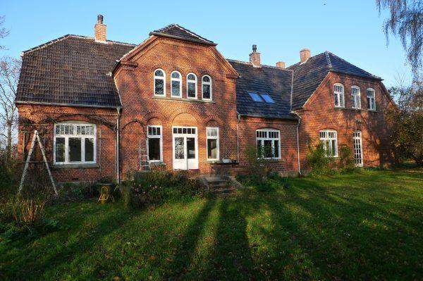 Falsterhus Ferienhaus auf Falster vom Garten aus gesehen. Im Herbst.