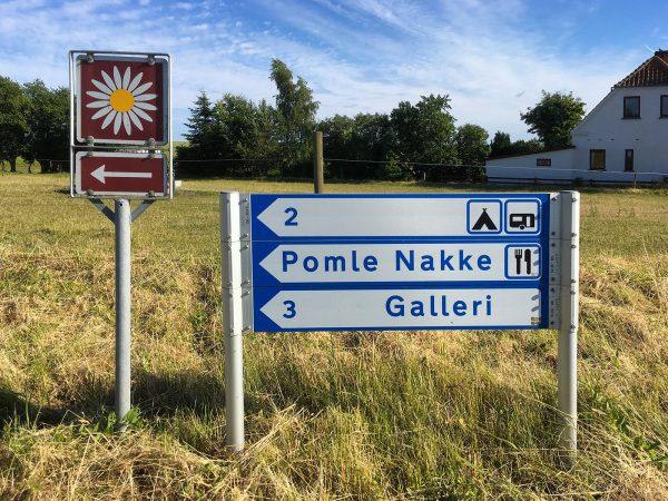 Schild mit 3 kulturellen Angeboten nahe dem Falsterhus