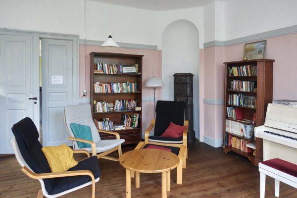 Seminarraum in Rosa. Bibliothek.