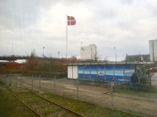 In Rödby Hafen, kurz bevor der Zug auf die Fähre rollt