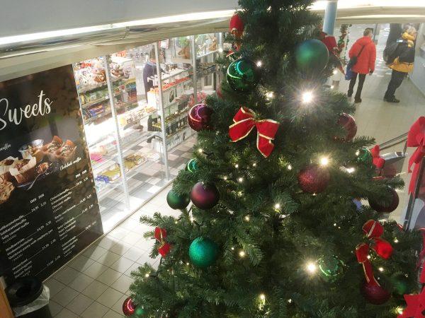 Weihnachtsbaum an Bord der Fähre