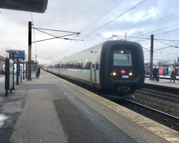 IC397 fährt in den Bahnhof Ringstedt ein