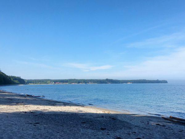 Strand mit Blick auf Hesnäs